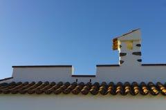 Dekorativer Dachkamin und Terrakottafliesendach auf Teneriffa, S Stockbilder