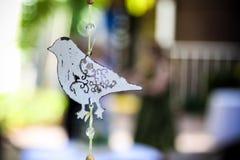 Dekorativer hängender Vogel   Lizenzfreie Stockfotografie