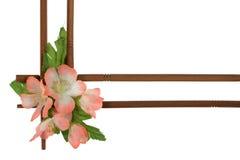 Dekorativer Holzrahmen verziert mit Blumen Stockbild