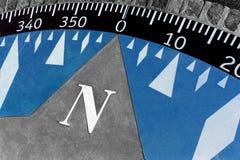 Dekorativer Kompass aus den Zementgrund Lizenzfreies Stockbild