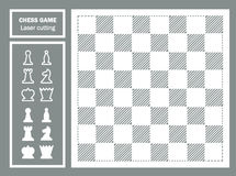 Dekorativer Laser-Schnitt des Schachspiels Geometrische Verzierung Schachbrett- und Schachstücke Schwarzer König Stockfoto