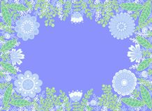 Dekorativer Rahmen von Blumen auf einem blauen Hintergrund stockfoto