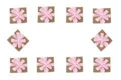 Dekorativer Rahmen von Geschenkboxen auf weißem Hintergrund Stockfotos
