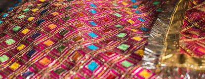 Dekorativer Stoff benutzt während der hindischen Zeremonien stockbilder