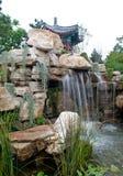 Dekorativer Teich im Garten Stockbild