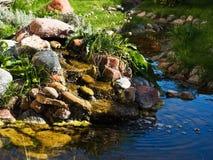 Dekorativer Wasserfall stockbild
