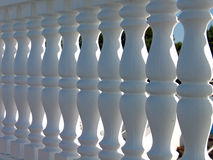 Dekorativer weißer Steinzaun Stockfoto