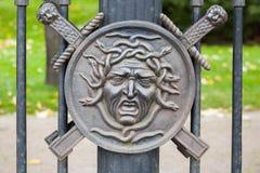 Dekorativer Zaun des Sommer-Gartens stockbilder