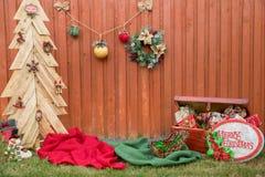 Dekorativer Zaun für Weihnachten Saisonhintergrund Frohe Feiertage Lizenzfreies Stockfoto