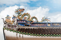 Dekoratives Detail des Dachs des vietnamesischen Tempels. Lizenzfreies Stockbild
