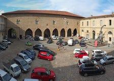 Dekoratives Fenster einer historischen Wohnung Die alte Stadt Das Cittadella-Quadrat lizenzfreie stockfotos