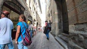 Dekoratives Fenster einer historischen Wohnung Reiter oder Radfahrer POV Gopro 4K Hyperlapse entlang dem historischen Stadtzentru stock video footage