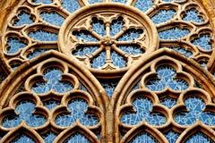 Dekoratives Fenster einer Kirche in Minden in Deutschland Lizenzfreies Stockfoto