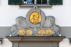 Dekoratives Flachrelief in der Luzerne Stockbild