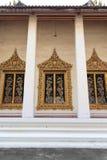 Dekoration der thailändischen Tempelfenster stockbilder