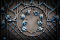 Dekoratives mit Blumenmuster, von geschmiedet gemacht vom Metall stockbilder
