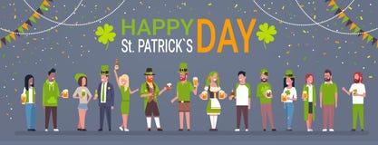 Dekoratives Plakat für glückliche Heilig-Patrick Day Horizontal Banner With-Gruppe von Personen in der traditionellen irischen Kl lizenzfreie abbildung
