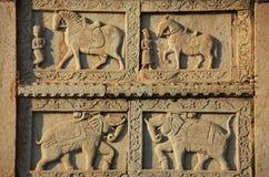 Dekoratives Schnitzen auf der Wand 84-Pillared des Ehrengrabmals, Bundi, R Lizenzfreie Stockfotografie