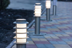 Dekoratives Solargarten-Licht Hamilton-Gärten, Neuseeland Angeschaltene Solarlampe Lizenzfreie Stockbilder