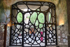 Dekoratives Tor auf Fall Mila - Haus entwarf durch Antoni Gaudi herein Lizenzfreie Stockfotos