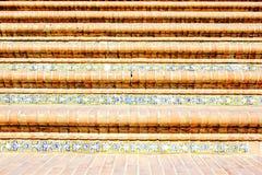 Dekorativt belägga med tegel på trappan i Seville, Plaza de España Spanien arkivfoton