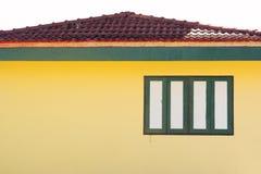 Dekorativt fönster med gula väggar och taket Royaltyfri Bild