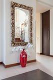 Det flott huset - avspegla royaltyfria bilder