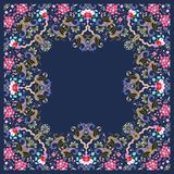 Dekorativt kort med paisley och buketter av trädgårdblommor på mörkt - blå bakgrund Utrymme för text Sjal i indisk stil, matta royaltyfri illustrationer