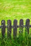 Dekorativt staket för by Arkivfoton