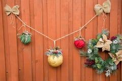 Dekorativt staket för jul Säsongsbetonad bakgrund lyckliga ferier Royaltyfri Fotografi