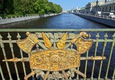 Dekorativt staket Panteleymonovsky Bridge, Fontanka flod, St Petersburg Royaltyfria Bilder