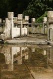 Dekorativt stena ledstången i porslin utomhus fotografering för bildbyråer