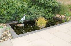 Dekorativt trädgårds- damm. arkivbild
