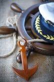 Dekorativt träskepp som ankras på rodern Arkivfoton