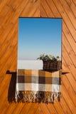 Dekorativt wood fönster Arkivbilder