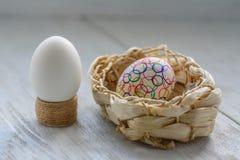 Dekorera ägg för påsk Arkivbild