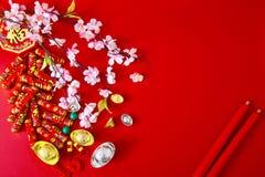 Dekorera det kinesiska nya året 2019 på en röd bakgrund (kinesiska tecken Fu i artikeln se till bra lycka, rikedom, pengarflöde royaltyfri foto