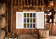 Dekorera det vita fönstret inom rummet Royaltyfri Foto