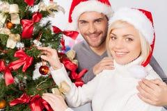 Dekorera trädet för jul. Fotografering för Bildbyråer