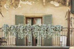 Dekorerad balkong i Italien, Europa Arkivbild