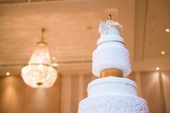 Dekorerad bröllopstårta arkivfoto
