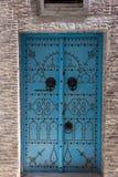 Dekorerad dörr i Tunis, Tunisien royaltyfria foton