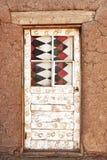 dekorerad dörr för Adobe byggnad Royaltyfri Bild
