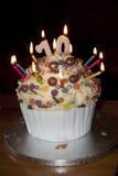 Dekorerad födelsedagkaka med stearinljus Fotografering för Bildbyråer