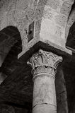 Dekorerad forntida kolonn, Santa Giusta Cathedral, Sardinia Royaltyfri Bild