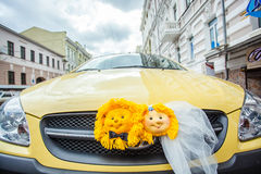 Dekorerad gifta sig bil Arkivfoto
