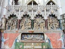 Dekorerad gravvalv i den Amiens domkyrkan, Frankrike Royaltyfri Foto