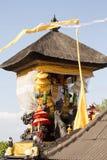 Dekorerad hinduisk tempel, Nusa Penida, Indonesien arkivbilder
