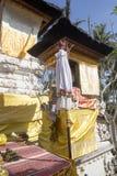 Dekorerad hinduisk tempel, Nusa Penida, Indonesien Arkivfoton