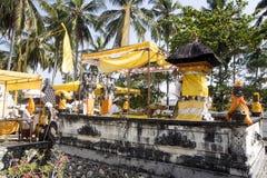 Dekorerad hinduisk tempel, Nusa Penida, Indonesien Royaltyfri Fotografi